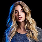 Model with loose beach waves